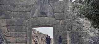 http://freshsnews.blogspot.com/2017/01/8-spanio-theama-o-arhaiologikos-horos-ton-mythikon-mykinon-kalymmenos-apo-hioni-eikones.html