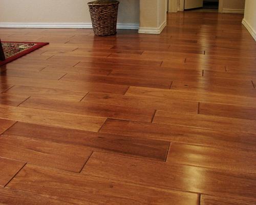 Sàn gỗ tự nhiên căm xe cho không gian phòng khách