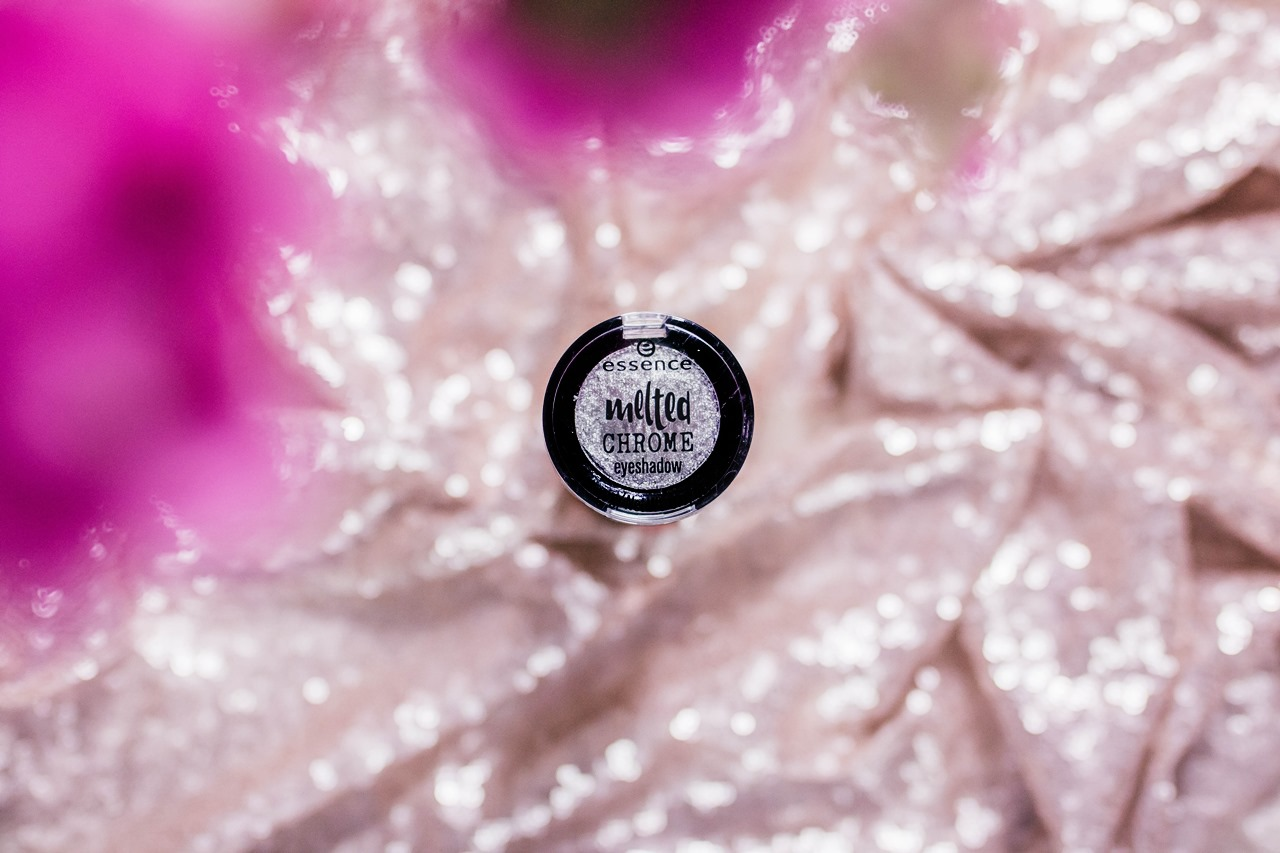 Essence Melted Chrome Eyeshadow - 04 - Steel The Look