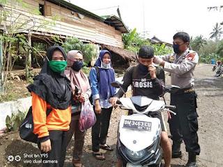 Cegah Covid-19, Pemdes Labae bagikan masker ke Masyarakat