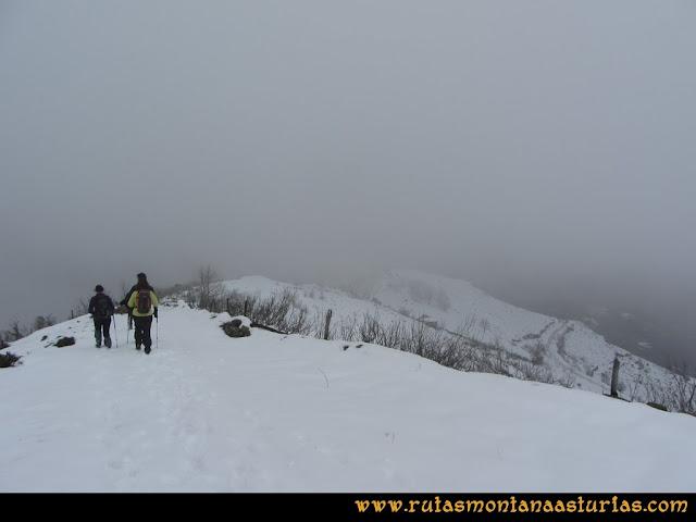 Pico Ranero: Descendiendo del pico Ranero al mirador entre nieve