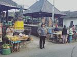 """Pengaturan Arus Lalin, Menjaga Keamanan, """" di Simpang Pasar Tihingan, """" Potensi Gangguan Penyeberangan dan Cegah Macet"""