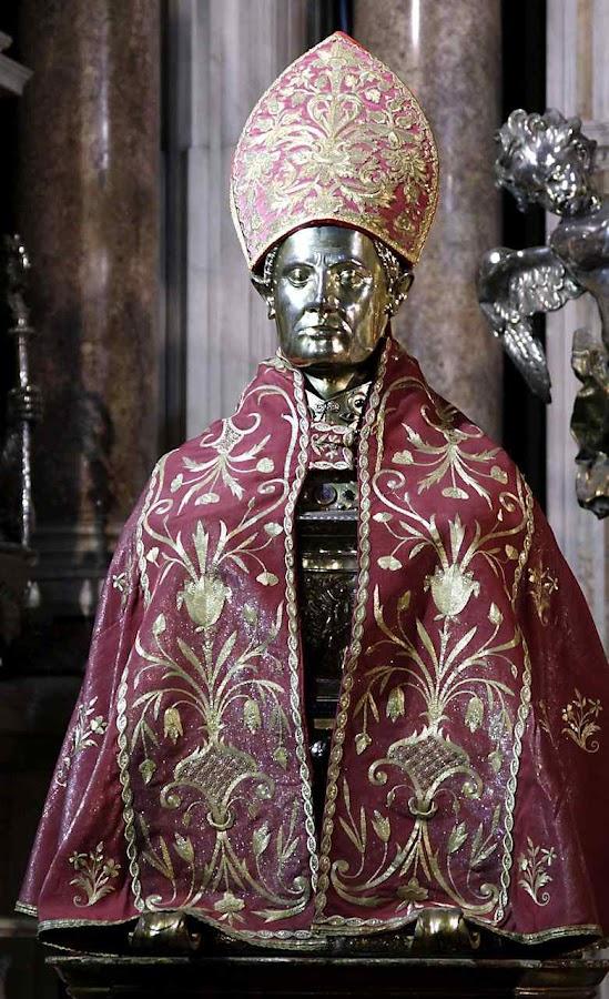 Busto de San Gennaro, catedral de Nápoles conserva o cránio e ossos do mártir