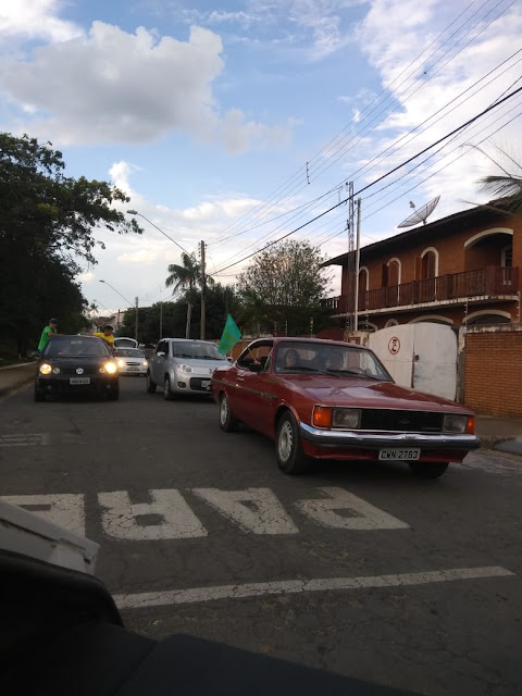 Carreata pró-Bolsonaro reúne dezenas de veículos em Santo Antônio do Jardim