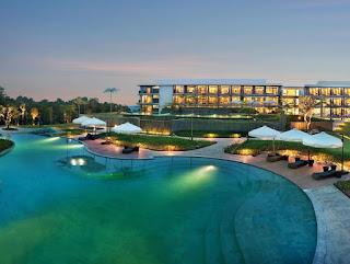 Wisata Mewah Plus View Bagus, Royal Tulip Gunung Geulis Resort and Golf