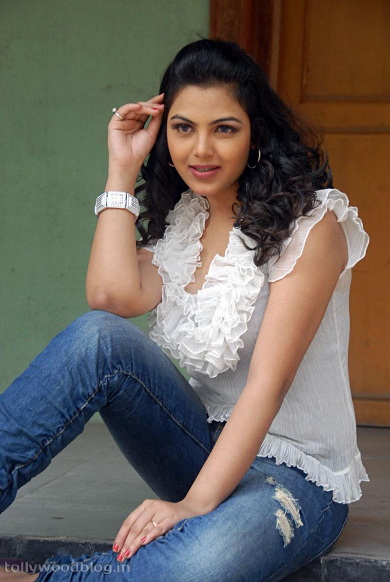 New Cute Telugu Actress Priyanka Tiwari Photo Shoot