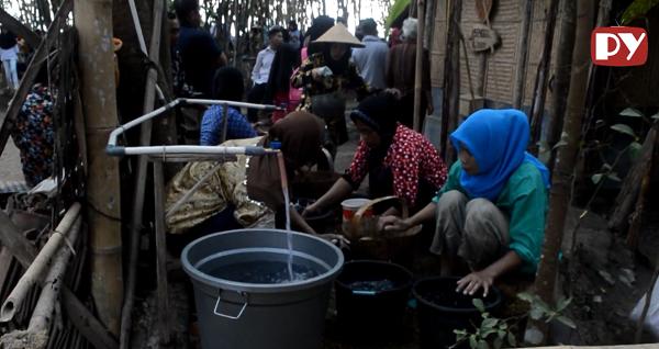 Menikmati Putri Mandi di Pasar Kebon Watu Gede Magelang