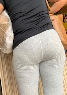 Guapa mujer marca lineas calzon pantalones yoga