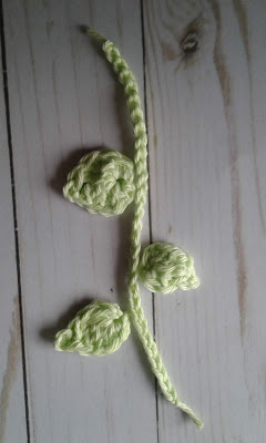 crochet leaves and stem