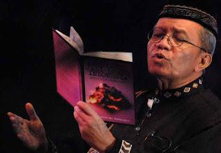 Puisi Taufik Ismail : Sebuah Jaket Berlumur Darah