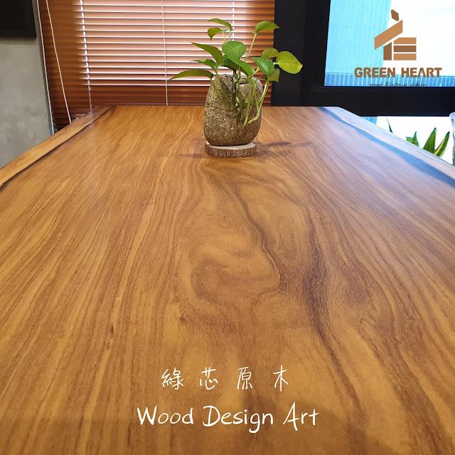 優質的原木大板桌從原木板本身特性、含水量、乾燥、除蟲以及製程中師傅的切割、砂磨、塗裝品質等皆在選擇原木大板時要納入考慮的
