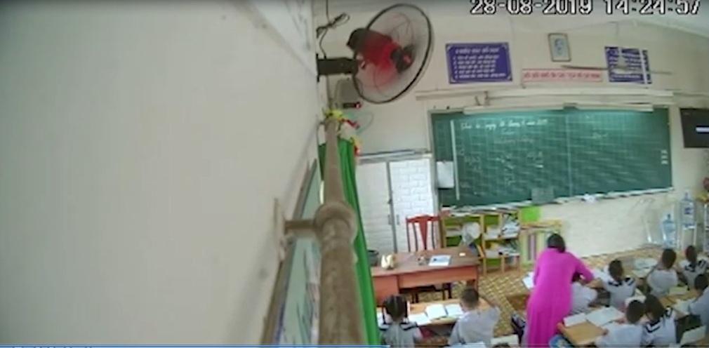 Phụ huynh ở TP.HCM âm thầm gắn camera trong lớp, ghi cảnh cô giáo đánh, kéo tai hàng loạt học sinh