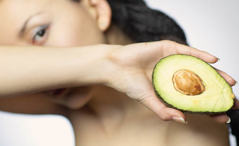 The Avocado Oil Benefits for Your Hair, Skin, and Health