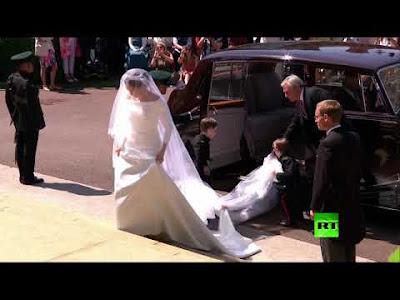 شاهد بالفيديو: الأمير هاري ممازحا ميغان عقب رفع طرحتها: هاي!