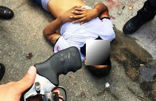 Sargento do Corpo de Bombeiros reage ao assalto, troca tiros com os bandidos e um dos criminosos é baleado