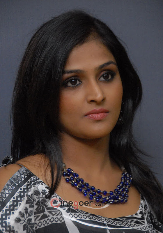 Remya Nambeesan Sexy Pics