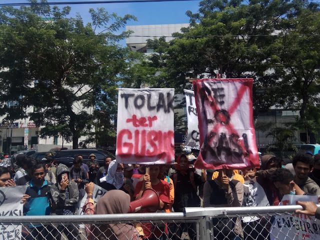 Tolak Penggusuran PK5 UNM, Ratusan Massa Unjuk Rasa di Balaikota