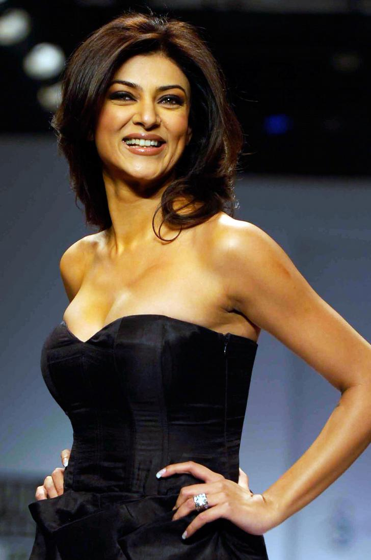 Hot And Sexy Images Of Sushmita Sen