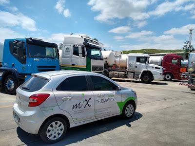 carro e caminhão