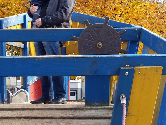 Die Welt in Kunterbunt: Ein farbenfroher Spielplatz und ein besonderes Haus in der Lantziusstraße