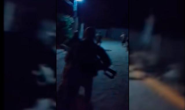 """Incursión Nocturna Del CJNG En Pueblito de Michoacán,""""Zapotan, puro Cartel Jalisco, señores, venimos a Zapotan. Ahí para los que no la creían, aquí andamos en Zapotan, señores"""