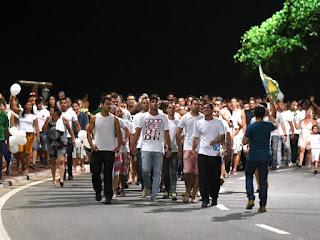 Policiais protestam e fazem marcha em praia do Espírito Santo