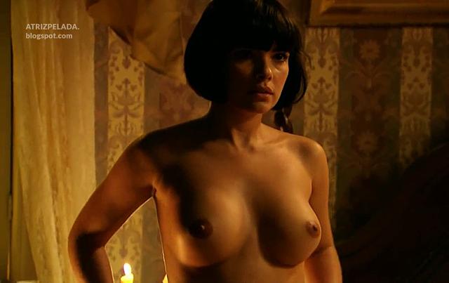 Vanessa Giacomo nua em cena de novela