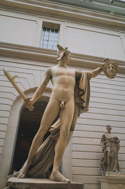 メドゥーサの頭を掲げるペルセウス像(Perseus with the Head of Medusa)