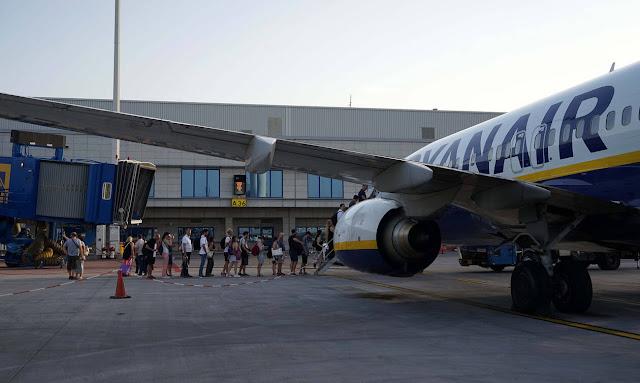 «Βόμβα» από την Ryanair: Διακόπτει το πιο δημοφιλές δρομολόγιό της στην Ελλάδα!