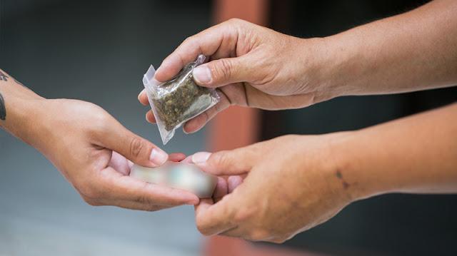 المهدية : الإيقاع بشابين من أجل الوساطة وبيع مواد مخدّرة