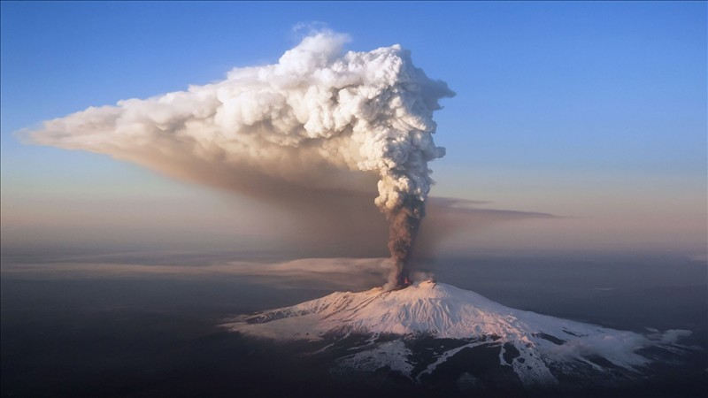 Volcanic eruption in these photos in HD 2
