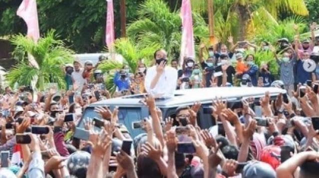 Istana Klaim Kerumunan Jokowi di NTT Beda dengan Kasus Lain