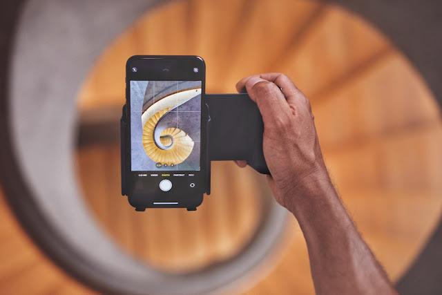 【攝影器材】手機就是專業相機,ShiftCam ProGrip 手機攝影全新體驗 - 內建的旋轉結構,輕鬆切換人像、風景構圖