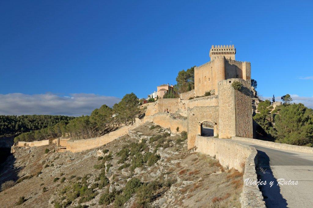 Entrada a Alarcín, puertas y castillo