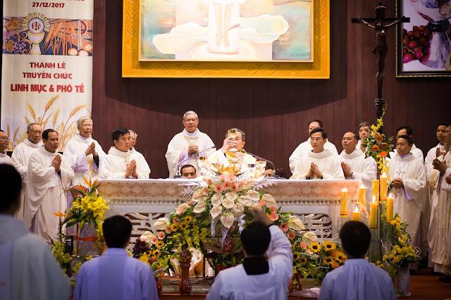 Lễ truyền chức Phó tế và Linh mục tại Giáo phận Lạng Sơn Cao Bằng 27.12.2017 - Ảnh minh hoạ 47