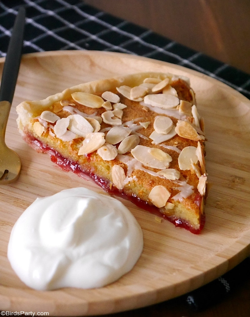 Recette de tarte Bakewell avec ingrédients du placard - recette de tarte rapide, facile et délicieuse à préparer cet automne ou pour Thanksgiving! par BIrdsParty.com @BirdsParty #bakewelltart #recipe #pie #tart #thanksgiving #thanksgivingpie #pierecipe #almonds