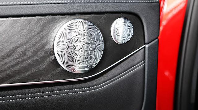 Mercedes GLC 300 4MATIC 2017 sử dụng Âm thanh vòm Brumerster 13 loa