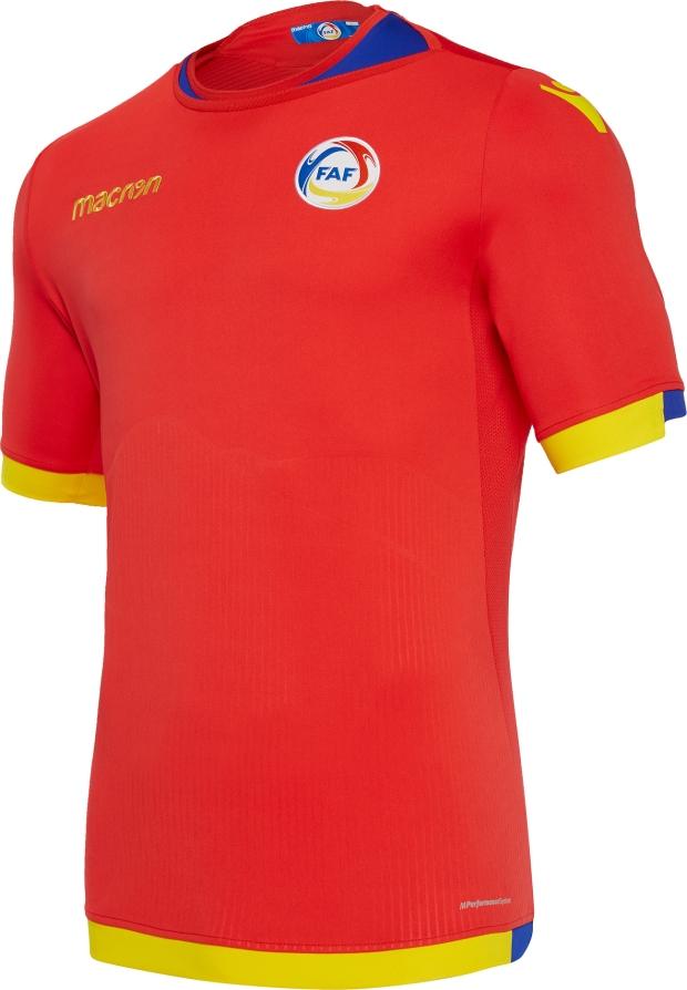 Macron apresenta as novas camisas de Andorra - Show de Camisas 20fbe97ba105f