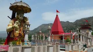 Bendera Hanoman di Menara Masjid, Sosok Sakral Umat Hindu