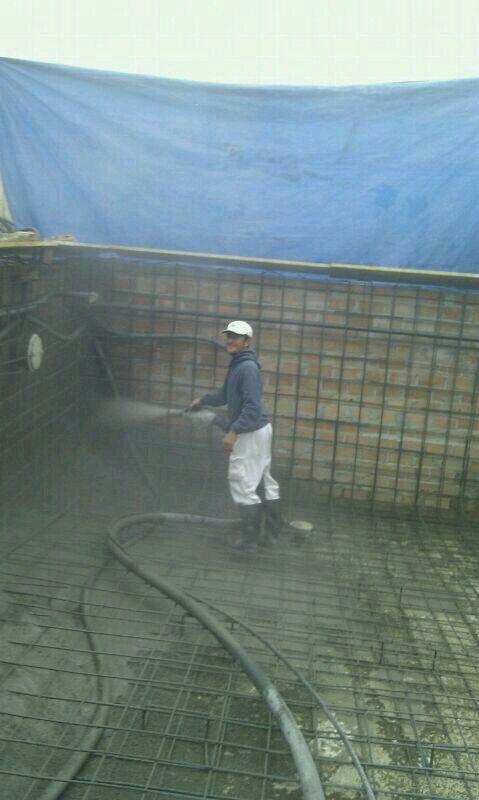 A la hora de construir su piscina construccion de for Construccion de piscinas en malaga