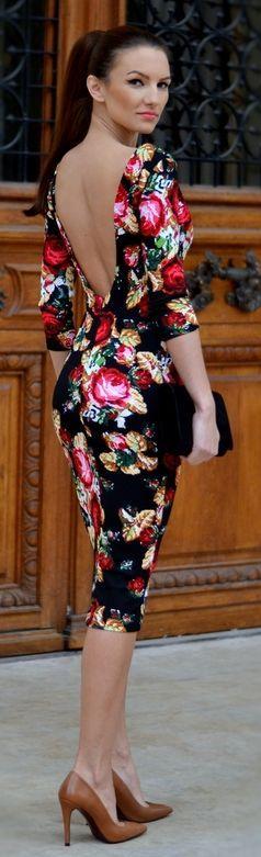 mujer bella en minifalda