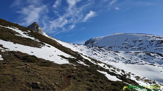 Camino por la Collada Acebal hasta la Peña del Viento