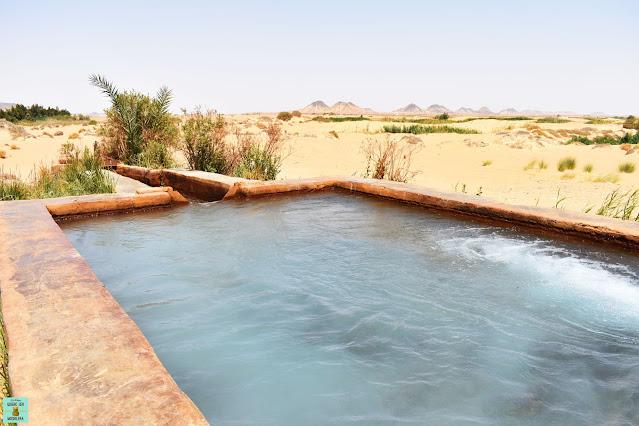Aguas termales en el Desierto Negro de Egipto