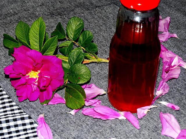 Sok z płatków róży cukrowej