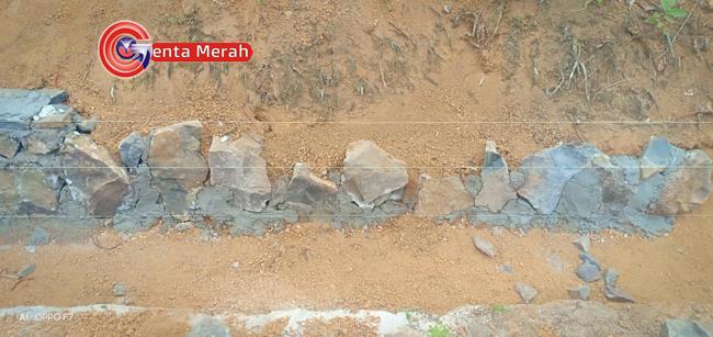 Diduga Kemaruk Keuntungan DD, Pembangunan Drainase Desa Bumijaya Sulap Tanah Jadi Semen