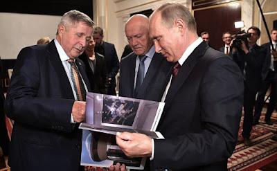 Vladimir Putin with cosmonauts, members of the 1985 expedition Vladimir Dzhanibekov (right) and Viktor Savinykh after the screening of Salyut-7.