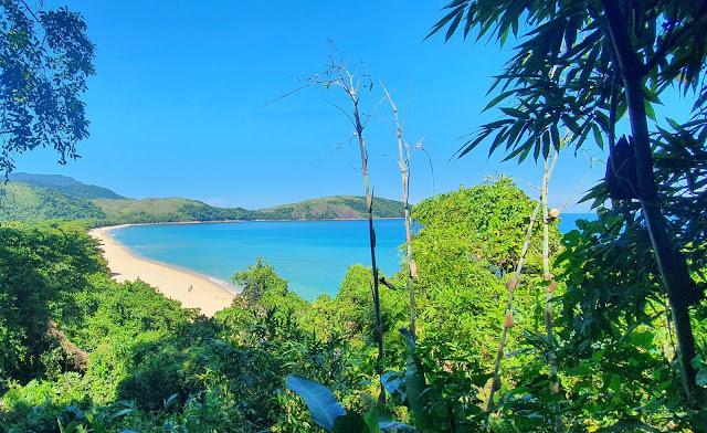 mirante da praia azulada em Paraty