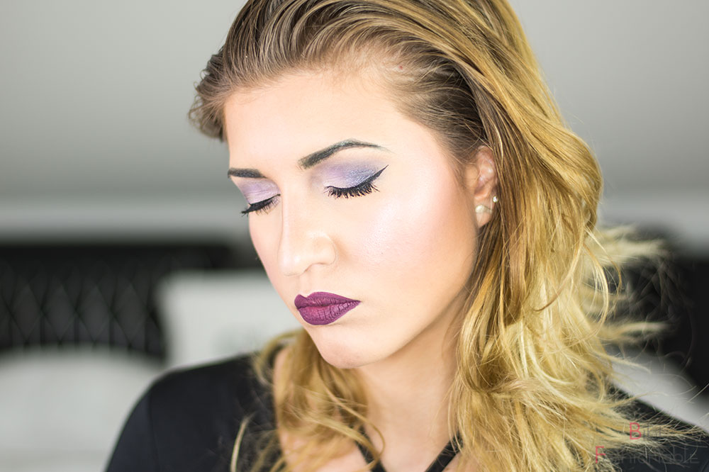 Lavender Smoky Fall Make Up Augen geschlossen Kopf geneigt
