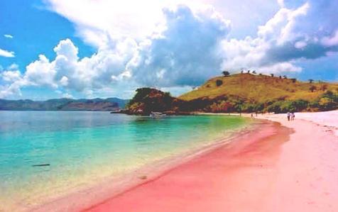 wisata banyuwangi pantai pulau merah