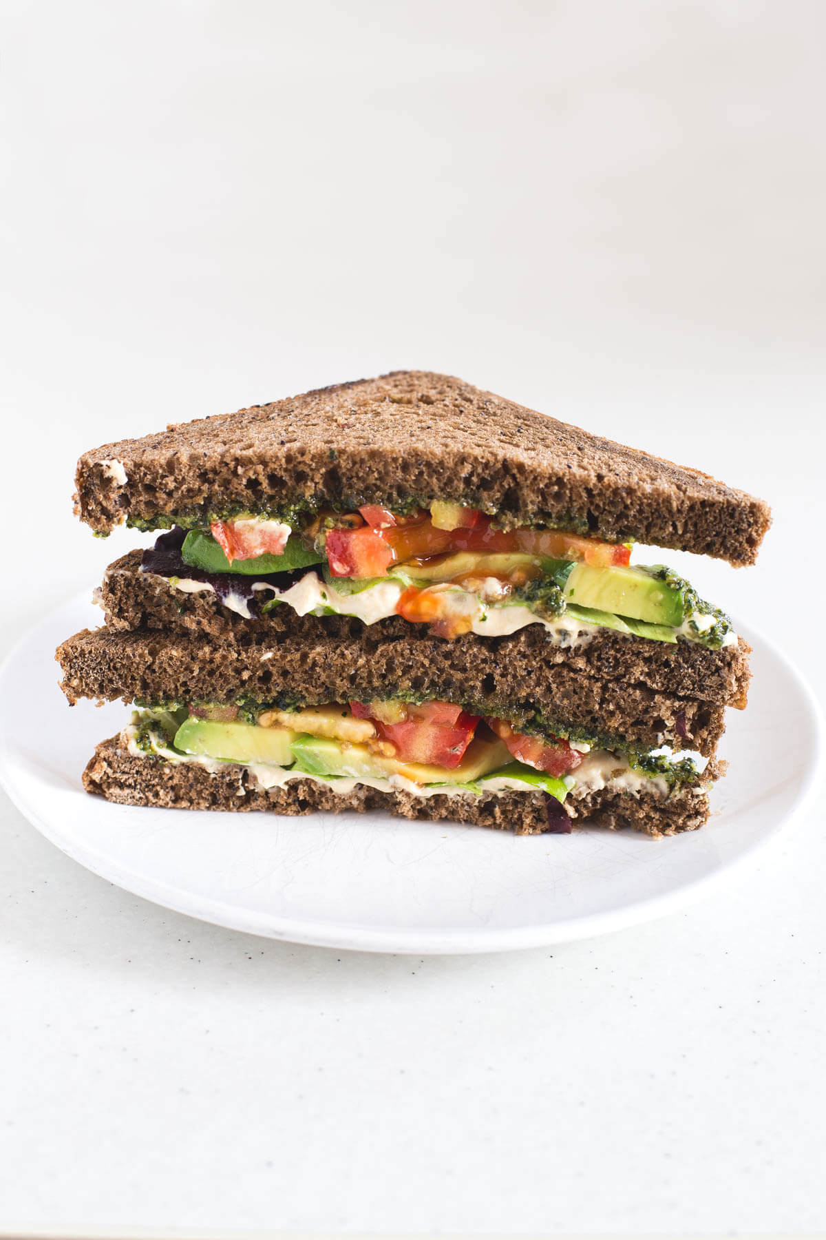 Vegan Pesto, Hummus and Avocado Sandwich - To make this vegan sandwich, I have combined three of my favourite ingredients: vegan pesto, hummus and avocado. It is of scandal!
